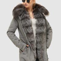 Grå parka jakke med pels